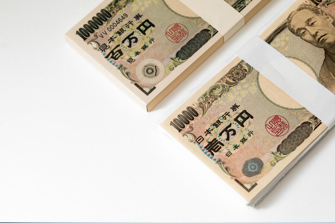1万円札の束の写真